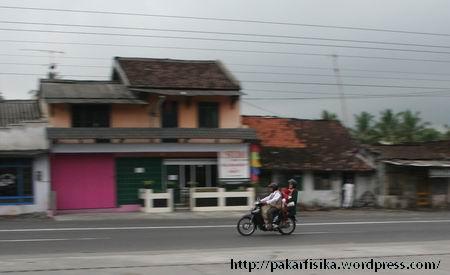pakarfisika_sepeda_motor1.jpg
