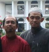 prof Dr. Kamaruzzaman (baju merah) dan PakARFisika