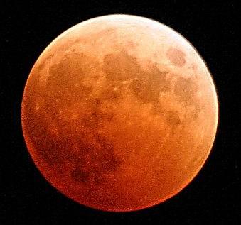 Indahnya Gerhana Bulan Sebagian