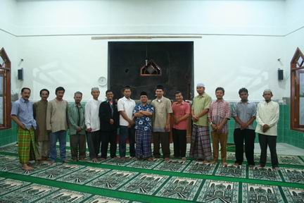 bersama Takmir masjid Muhajirin Josroyo