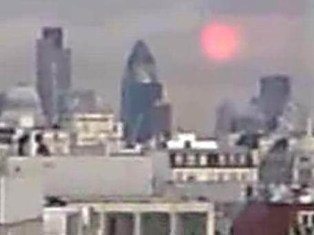 Ufo di London, dikira matahari tetapi kok berputar2.