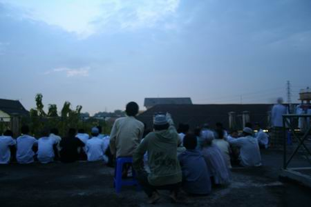 Suasana saat Rukyah Hilal Tua di Anjungan CASA