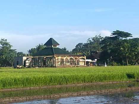 Foto Masjid pada 11 Februari 2012 (dari Tenggara)
