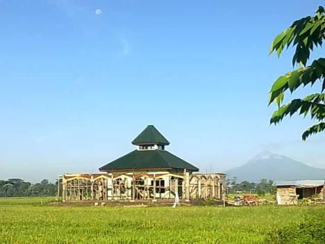 Foto Masjid pada 11 Februari 2012 (dari Timur)